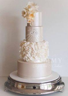 Beautiful and sophisticated wedding cake!