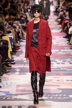 «Я женщина»: самая феминистская из всех феминистских коллекций Dior   Журнал Harper's Bazaar