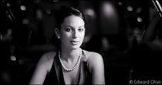 Young lady in party - Edward Olive fotografo para eventos sociales de lujo en España Copyright