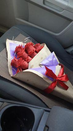 Ramo de una docena de Rosas de Chocolate con fresa en medio en Monterrey. Servicio a Domiclio y personalizacion incluida.