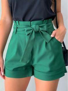 Belted Shorts Outfits, Bermudas Fashion, Classy Outfits, Cute Outfits, Kalamkari Dresses, Cristian Dior, Formal Shorts, Short Outfits, Summer Outfits