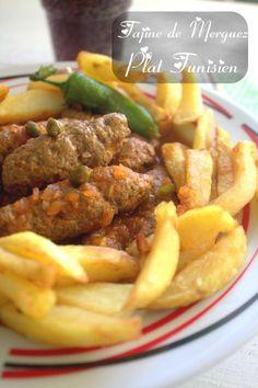 Bonjour tout le monde, Voila une super délicieux plat que j'ai préparé hier pour le Iftar, c'est un tajine el merguez tunisien, un tajine au boudins de viande hachée avec une délicieuse sauce tomate parfumée aux câpres et au citron confit. Une recette que j'ai vu sur une émission TV tunisienne, et que j'ai vraiment ...