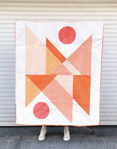 Lorna over at Cloth and Crescent is releasing her gorgeous new quilt pattern Mirrored Mountains! We fell in love with the desert vibe of this all too cool quilt. We partnered with Lorna to bring you a quilt kit for her gorgeous blush/coral version. Modern Quilting Designs, Modern Quilt Patterns, Quilt Patterns Free, Modern Quilt Blocks, Loom Patterns, Drunkards Path Quilt, Nancy Zieman, Geometric Quilt, Quilt Modernen