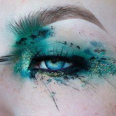 creative makeup – Hair and beauty tips, tricks and tutorials Eye Makeup Glitter, Eye Makeup Art, Eye Art, Makeup Inspo, Makeup Inspiration, Makeup Ideas, Make Up Art, Eye Make Up, Maquillage Halloween
