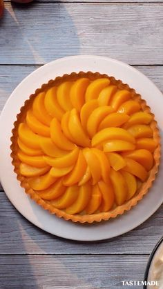 This isn't just an easy homemade peach pie recipe, but it's a no bake pie! All you need is canned peaches, double cream, some pastry dough and icing sugar. You can do it with your eyes closed. Tarte (Pie) No-Bake Peach Pie Homemade Peach Pie Recipe, Peach Pie Recipes, Sweet Recipes, Easy No Bake Recipes, Best Peach Pie Recipe, Healthy Pie Recipes, Healthy Baking, Cake Recipes, Baked Peach