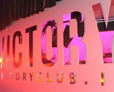 Un Club dedicato all'intrattenimento più esclusivo. Pizzeria, Ristorante, discoteca & much more... Ogni venerdì e sabato notte, a Vicenza.