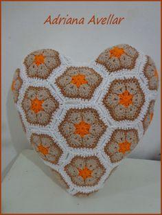 Pillow heart crochet squares flowers African http://abavellar.blogspot.com.br/