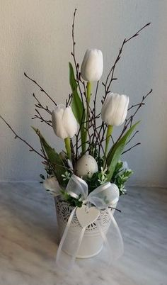 Plecháček + do + bílá . + White + Sheet + Dekoriert + Künstliche + Tulpe Plecháček + do + bílá …. + White + Sheet + Dekoriert + Künstliche + Tulpe… Plecháček + do + bílá …. Easter Flower Arrangements, Easter Flowers, Spring Flowers, Flower Vases, Floral Arrangements, Purple Flowers, Vasos Vintage, Pom Pom Wreath, Deco Floral