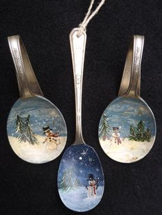 Vintage spoons Cheap Christmas Gifts, Handmade Christmas, Christmas Fun, Fork Crafts, Holiday Crafts, Painted Christmas Ornaments, Christmas Tree Decorations, Spoon Ornaments, Painted Spoons