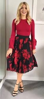 pleated midi skirt in shimmering plaid - Google Search Black Skirt Outfits, Modest Outfits, Classy Outfits, Pretty Outfits, Stylish Outfits, Modest Wear, Stylish Clothes, Women's Clothes, Fall Fashions