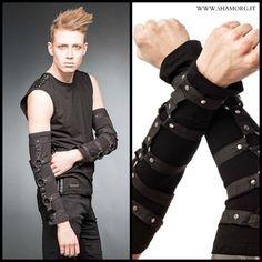 ☆ Black Arm Warmers With Rings And Studs Black ☆ Scopri i NUOVI ARRIVI nella sezione guanti! #shamorg #qodfashion #gothicaccessories #gothicstyle #gothgoth