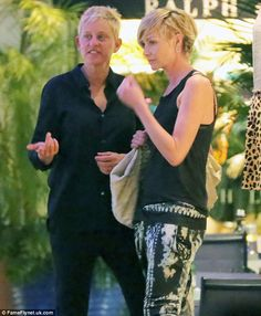 More in love than ever: Ellen DeGeneres and Portia de Rossi cut an adoring figure as they enjoy a stroll during their festive getaway Read more:. Ellen Degeneres And Portia, Ellen And Portia, Celebrity News, Celebrity Style, Portia De Rossi, The Ellen Show, Kim Basinger, Princess Charlene, My Idol