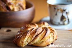 French Bun, Twist Bun, French Vanilla, Snacks, Bread Baking, No Bake Cake, Baked Goods, Bread Recipes, Deserts