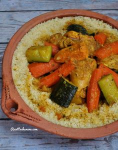 Express Couscous with vegetables and chicken Couscous Healthy, Couscous Recipes, Couscous Express, Tagine, Plats Ramadan, Moroccan Couscous, Tunisian Food, Algerian Recipes