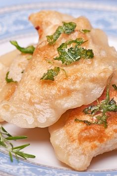Ground Beef and Cheese Pierogi Recipe with sour cream flour butter eggs cheese shallots and green onion. - May 04 2019 at Gourmet Recipes, Pasta Recipes, Beef Recipes, Dinner Recipes, Cooking Recipes, Healthy Recipes, Family Recipes, Healthy Cooking, Dinner Ideas