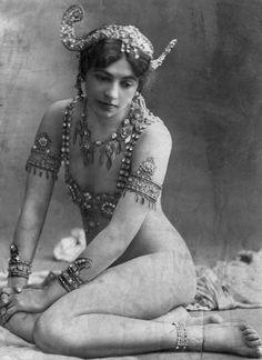 fotoblur64:    Mata Hari 1907