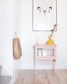 Cute pink painted cabinet in the hallway Diy Interior, Interior Styling, Interior Design, Room Inspiration, Interior Inspiration, Furniture Makeover, Home Furniture, Pink Bedroom For Girls, Hallway Designs