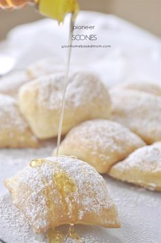 Scone Recipe Pioneer Scone recipe - they are little pillows of heaven!Pioneer Scone recipe - they are little pillows of heaven! Great Desserts, Delicious Desserts, Dessert Recipes, Yummy Food, Delicious Cookies, Bread Recipes, Cooking Recipes, Scone Recipes, Biscuits