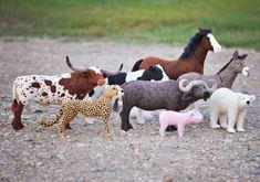 Кудрявые овцы, зеленые луга и большое семейство занятое одним делом. Тереза Парлеберг не имела никаких художественных талантов, пока не столкнулась с шерстью. Сегодня это семейный бизнес, преисполненный любви. Это до мурашек реалистичные скульптуры домашних и диких животных со всего света выполненные методом сухого валяния. А когда-то все началось с небольшой отары овец породы Ромни www.lelekahobby.ru/blog/172/
