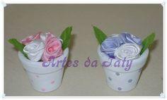 Vasinho com flores de fita de cetim, outras opções de cores e tamanhos! R$ 4,00