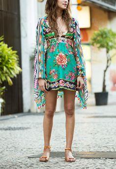 junto com a nova coleção, chega também nas lojas e no e-FARM o nosso lookbook, fresquinho e cheio de peças desejo! Boho Chic, Hippie Chic, Bohemian Style, Fashion Brand, Boho Fashion, Womens Fashion, Vestido Maxi Floral, Dress Vestidos, Dresses