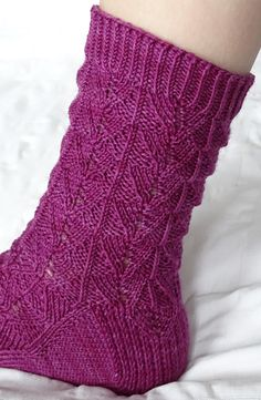 Here be dragons socks : Knitty.com - Winter 2015