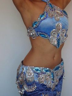 don't see the halter neck style too often Blue bellydance costume by Atelier Ju Marconato - Brazil Belly Dancer Costumes, Belly Dancers, Dance Costumes, Samba Costume, Danza Tribal, Tribal Dance, Tribal Fusion, Dance Outfits, Dance Dresses