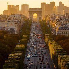 Such a symmetrical image! Paris