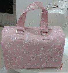 Bolsa maleta Suely https://www.facebook.com/deniseagumpatchwork/