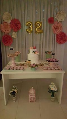 Decoração Happy 27th Birthday, Mom Birthday, Birthday Parties, Birthday Party Decorations For Adults, Wedding Decorations, Paper Flower Decor, Hawaiian Birthday, Gold Bridal Showers, Tropical Party