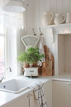 Terrific Free Farmhouse style white on white country rustic shabby chic: Suggestions To create a traditional-looking country home, one can make reference to these additional characteri Rustikalen Shabby Chic, Shabby Chic Zimmer, Shabby Chic Farmhouse, Farmhouse Style Kitchen, Shabby Chic Homes, Farmhouse Decor, French Farmhouse, Country Farmhouse, Vibeke Design