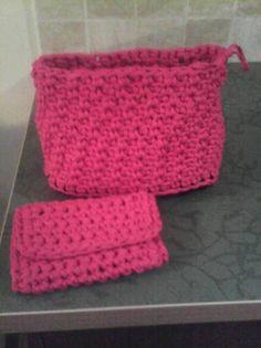 Ester Arias Riu: ¡Le encanta hacer manualidades tejidas!www.hagamoscosas.com y siguenos en facebook: https://www.facebook.com/hagamoscosas