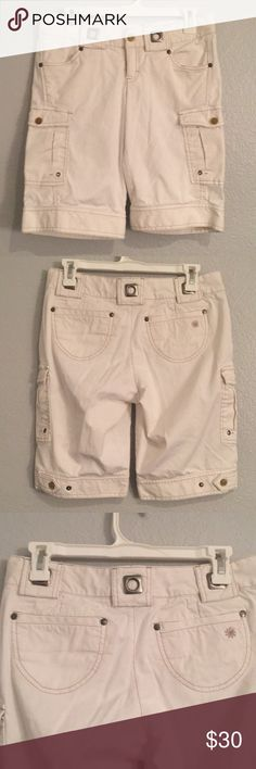 Athleta Kickit Bermuda Shorts Low Rise Cargo Size 2. Athleta Kickit Bermuda Shorts Low Rise Cargo. Color: White. Preowned and in great condition. No stains. Zipper closure with snap and button. Side pockets that snap and snaps also along bottom of shorts to adjust the fit. 2 front and 2 back pockets with belt loops with metal loop detail. Retails for $49. athleta Shorts Bermudas