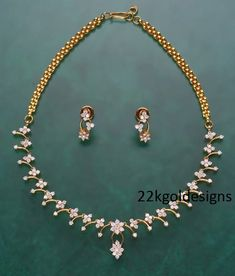 simple diamonds in necklaces க்கான பட முடிவு - Hals Diamond Necklace Set, Diamond Pendant, Gemstone Necklace, Gold Necklace, Gold Earrings Designs, Necklace Designs, Gold Designs, Gold Jewelry, Jewellery Earrings