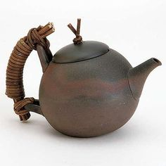 inspiration for sachi's teapot handle from maven mama: Design: wabi sabi mommi Teapots And Cups, Ceramic Teapots, Ceramic Cups, Ceramic Art, Pottery Pots, Ceramic Pottery, Teapot Design, Wheel Thrown Pottery, Tea Cup Set