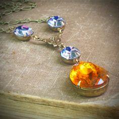 Pretty vintage rhinestone jewel necklace... $55.00