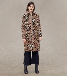 Italian girl style: L'oéil Zaha Coat