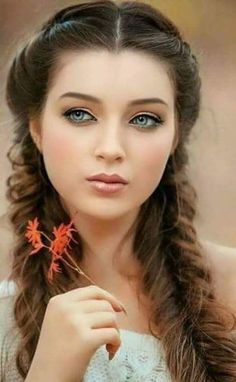 Pin by hayfaa Al Hallak on Schönheit Most Beautiful Faces, Beautiful Girl Image, Stunning Eyes, Gorgeous Eyes, Simply Beautiful, Gorgeous Women, Girl Face, Woman Face, Brunette Beauty