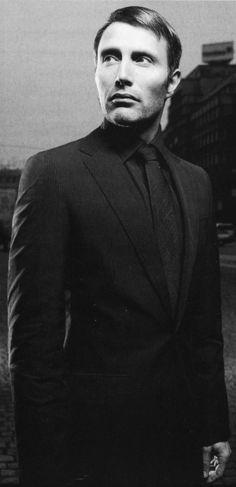 man he's gorgeous Hannibal Anthony Hopkins, Beautiful Men, Beautiful People, Its A Mans World, Modern Gentleman, Mads Mikkelsen, Ringo Starr, Good Looking Men, Paul Mccartney