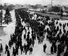 Hiihtokuningas Eero Mäntyrantaa sekä jääpallon maaottelua seurasi ennätysyleisö. Raatin stadionille Oulussa pakkautui 18 000 ihmistä nähdäkseen sankarinsa puistohiihdoissa vuonna 1964.