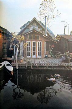 Nostalgic Houseboats of the 70's