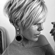 Pixie Hairstyles 358599189077082048 - Great pixie shit from – ✂️❤️✂️❤️✂️❤️ Source by ptiboodmoi Short Hair Styles Easy, Short Hair Updo, My Hairstyle, Short Hair Cuts For Women, Short Cuts, Short Pixie Haircuts, Pixie Hairstyles, Cool Hairstyles, Weave Hairstyles