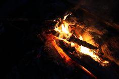 Nuotiolla kelpaa olla. #fire #campvibes