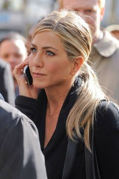 Jennifer Aniston's hairstylist shares his favourite style for the star Einfacher gerader Pferdeschwanz Jennifer Aniston Style, Jennifer Aniston Makeup, Jennifer Aniston Hairstyles, Jennifer Aniston Smoking, Jennifer Lopez, Jennifer Aniston Long Hair, Jennifer Aniston Hair Friends, Hair Day, Summer Hair