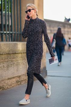 Need some help pulling off the dress over pants trend? These examples will show you exactly how to wear a dress over pants. Casual Winter Outfits, Winter Outfits For Work, Winter Dresses, Dress Casual, Casual Fall, Winter Maxi, Street Style Chic, Style Désinvolte Chic, Looks Street Style