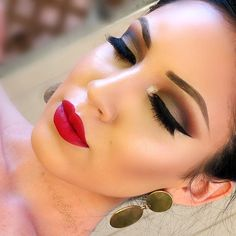 Brown and black eye make-up with hot red lips Flawless Makeup, Gorgeous Makeup, Pretty Makeup, Love Makeup, Skin Makeup, Makeup Inspo, Makeup Inspiration, Beauty Makeup, Makeup Ideas
