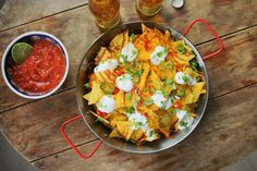 Így készül a mozis nachos és salsa - Street Kitchen Nachos, Vegan Vegetarian, Vegetarian Recipes, Salsa, Cravings, Curry, Food Porn, Mexican, Food And Drink