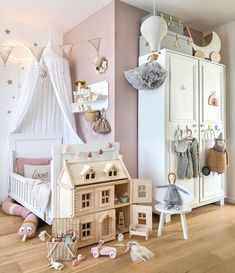 """Interior & Scandinavian Decor: """"How pretty is this little girl's room by 👈🏻😍 Featuring many our favourite toys, all available online from our store…"""""""