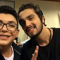 Luan Santana elogia Wagner Barreto nos bastidores do 'Criança Esperança': 'Músicas incríveis!'