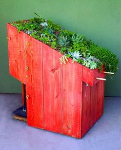 A modern doghouse with a green roof to keep your pup cool all summer. #dog #woof